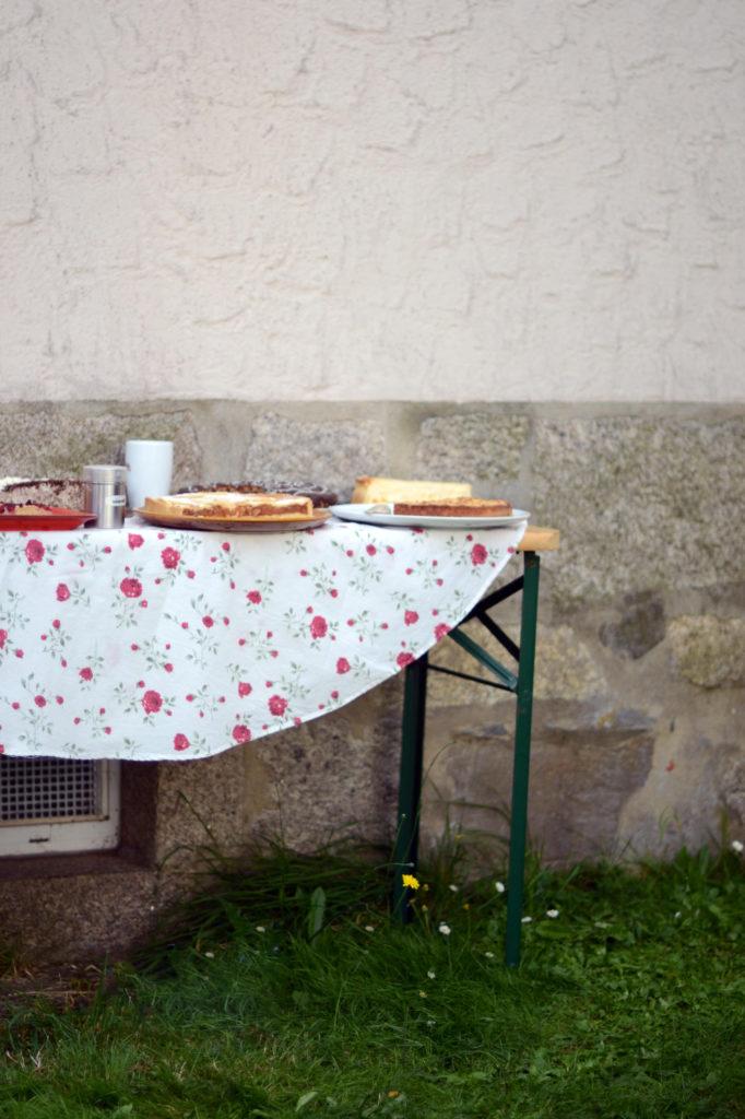 Kuchenbuffet mit allerlei Wildem
